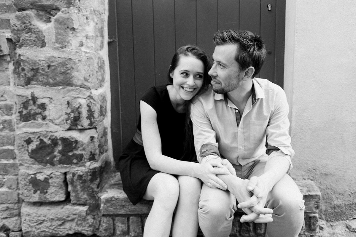 seance-engagement-dans-les-rues-du-vieux-lille-marine-szczepaniak-photographe-mariage-lifetsyle-lens-arras-bethune-lille-02