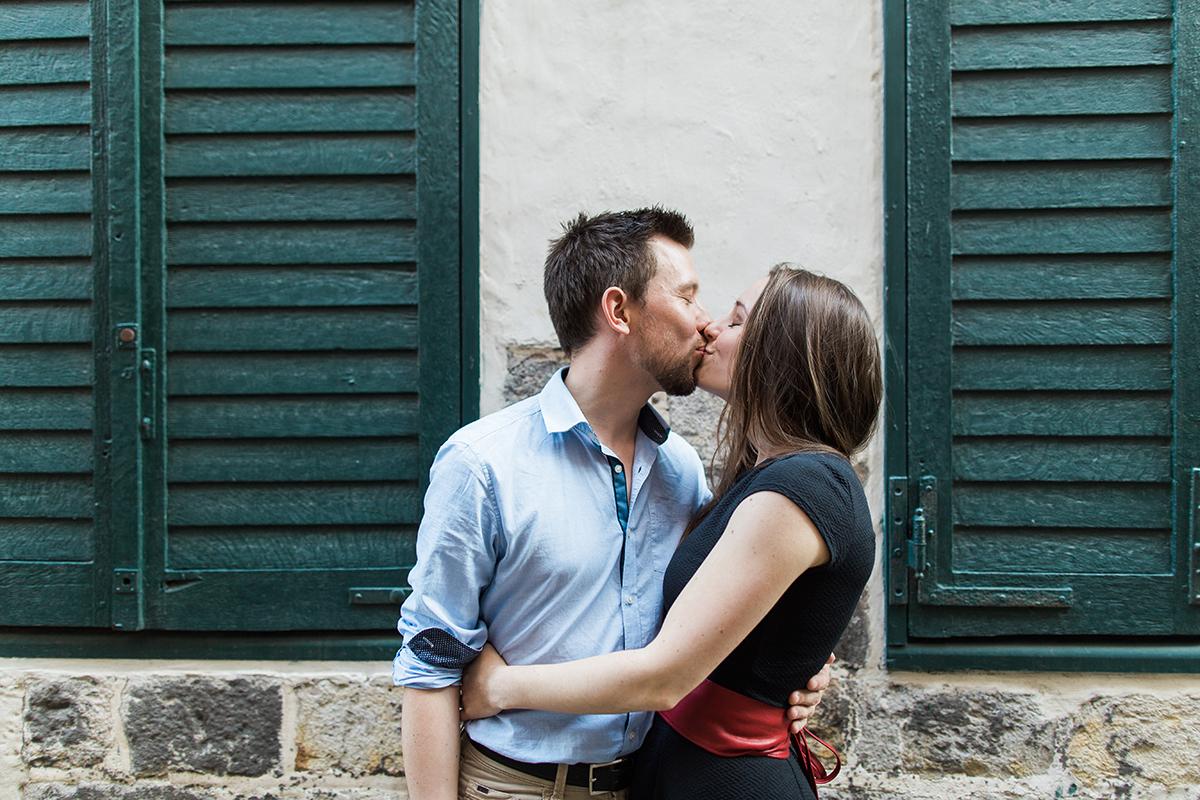 seance-engagement-dans-les-rues-du-vieux-lille-marine-szczepaniak-photographe-mariage-lifetsyle-lens-arras-bethune-lille-03