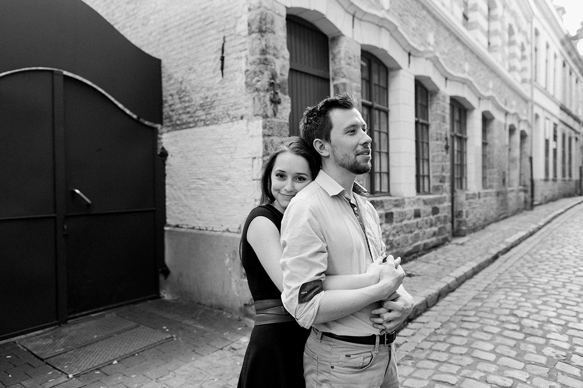 seance-engagement-dans-les-rues-du-vieux-lille-marine-szczepaniak-photographe-mariage-lifetsyle-lens-arras-bethune-lille-04