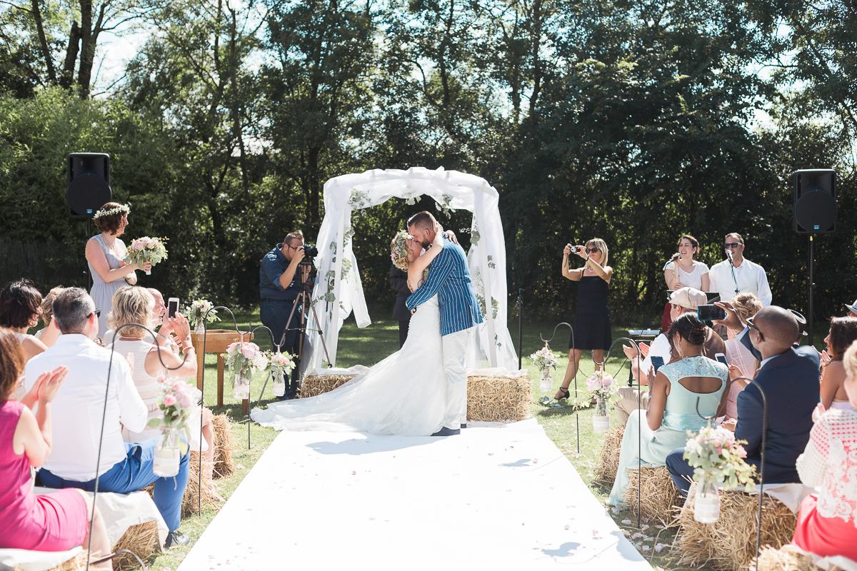 mariage-champetre-chic-ceremonie-laique-ferme-du-tremblay-saint-trivier-de-courtes-marine-szczepaniak-photographe-mariage-nord-pas-de-calais-lille-lens-bethune-paris-valenciennes-29