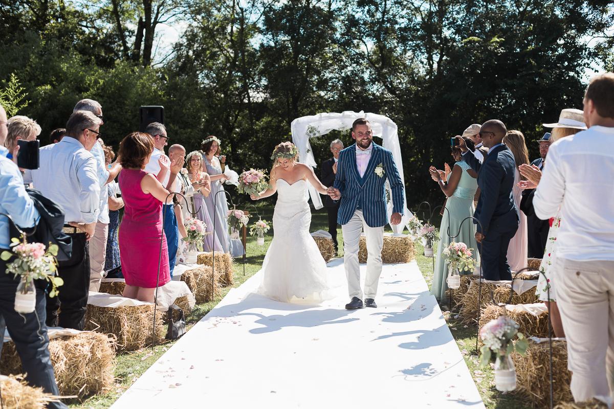 mariage-champetre-chic-ceremonie-laique-ferme-du-tremblay-saint-trivier-de-courtes-marine-szczepaniak-photographe-mariage-nord-pas-de-calais-lille-lens-bethune-paris-valenciennes-31