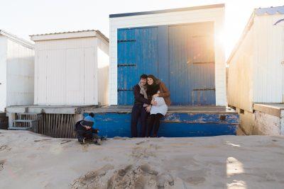 Séance famille et grossesse sur la plage de Calais